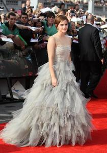 Эмма Уотсон, фото 575. Actress Emma Watson attends the World Premiere of Harry Potter and The Deathly Hallows - Part 2 at Trafalgar Square on July 7, 2011 in London, England., photo 575