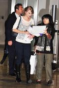 Nov 16, 2010 - Taylor Swift - Narita International Airport In Japan (57 HQ pics) Th_23390_tduid1721_Forum.anhmjn.com_049_122_1111lo