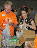 Кимберли Уильямс-Пэйсли, фото 13. Kimberly Williams-Paisley Kicks Off Feeding America's Hunger Action Month in Nashville, Tennessee - Sept 1, 2010, photo 13