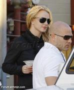Nov 15, 2010 - Britney Spears shopping at Topanga Plaza Mall in Hollywood (24 MQ + 15 HQ) Th_05062_Forum.anhmjn.com_015_122_1149lo