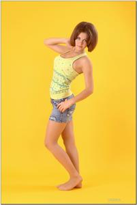 http://img129.imagevenue.com/loc614/th_278857159_tduid300163_sandrinya_model_denimmini_teenmodeling_tv_020_122_614lo.jpg