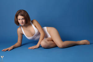 http://img129.imagevenue.com/loc678/th_365074977_tduid300163_silver_angels_Sandrinya_I_whiteswimwear_1_063_122_678lo.jpg